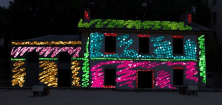 Photo courtesy of www.vividsydney.com